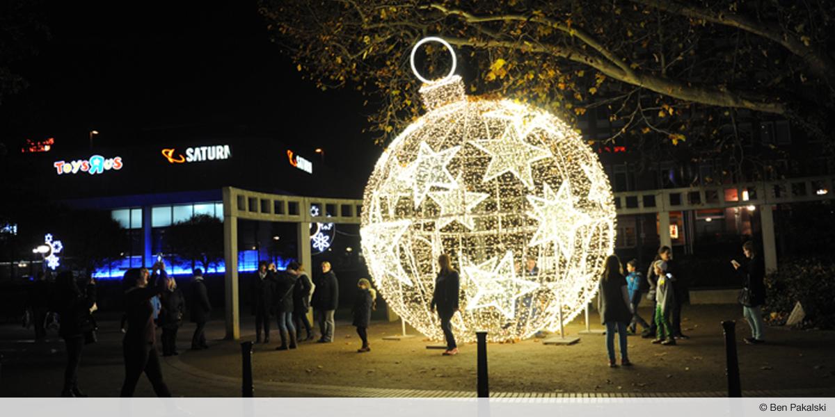 Ludwigshafener Weihnachtskugel by Ben Pakalski